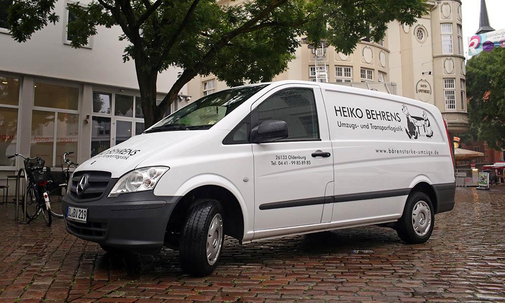 Ein Kleintransporter von Behrens Umzugs- und Transportlogistik